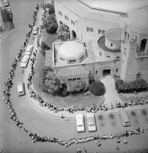 Aerial view of a crowd awaiting polio immunization, San Antonio, 1962
